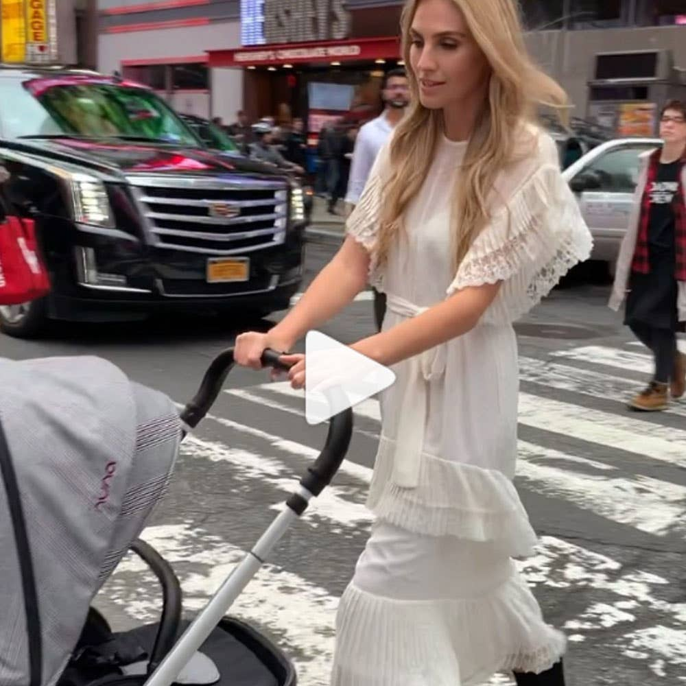 Mom pushing Nuna Ellis TRIV™ stroller